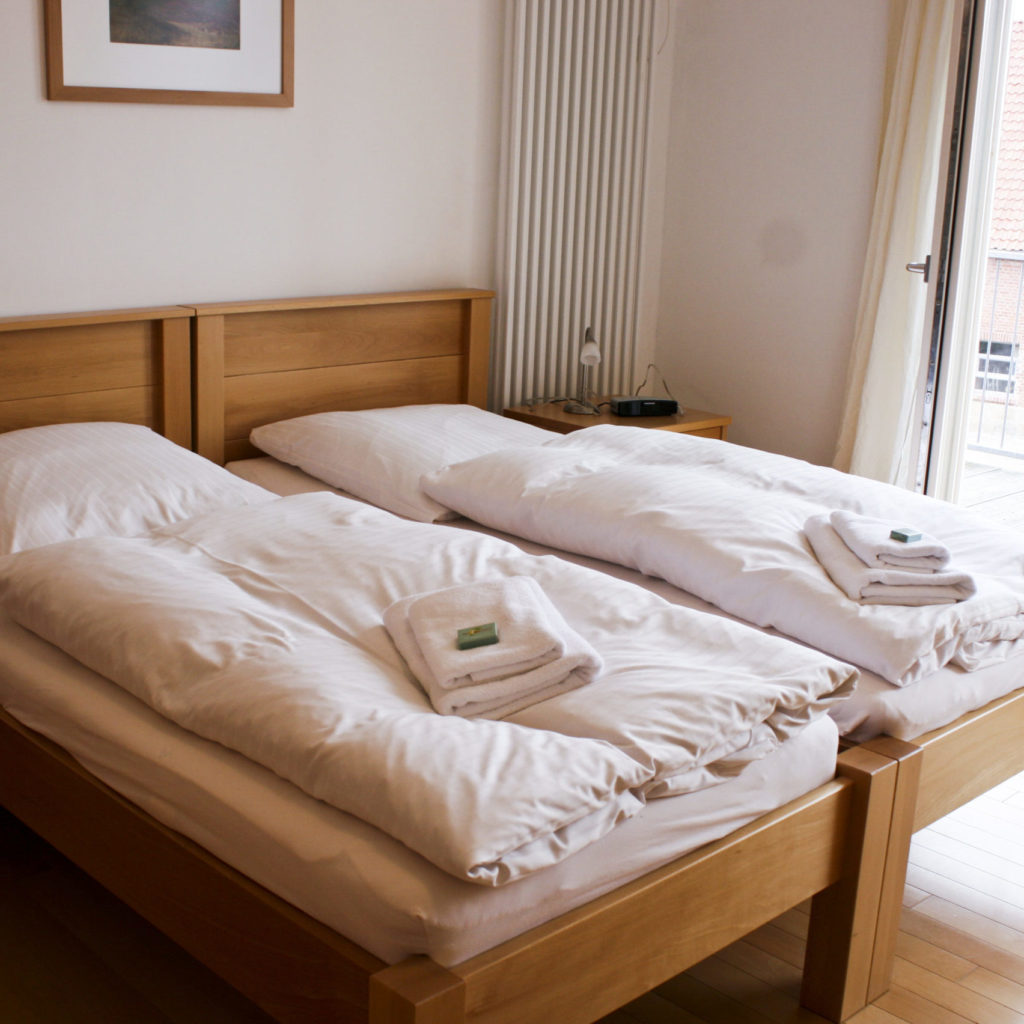 Doppelzimmer mit Handtüchern
